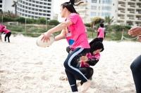 Sur la plage de Sousse, les joueuses de l'équipe de Jemmel s'entraîne