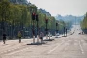 Les Champs-Élysées, mi-avril