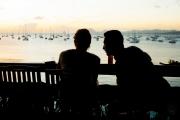 Un couple dans un bar à Sainte-Anne, Martinique, janvier 2017