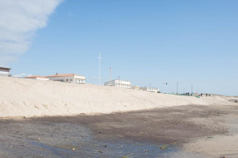 La ville de Montalivet-plage, encore protégée par sa dune